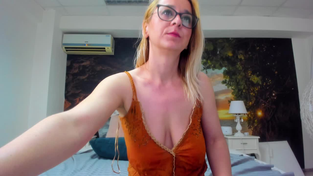 freyaamore cam pics and nude photos 10