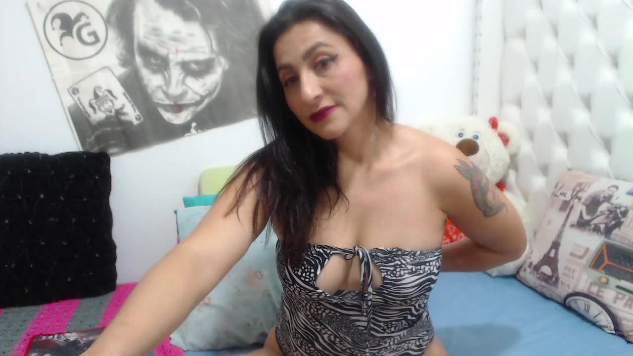 KarinnaSuarez cam pics and nude photos 19
