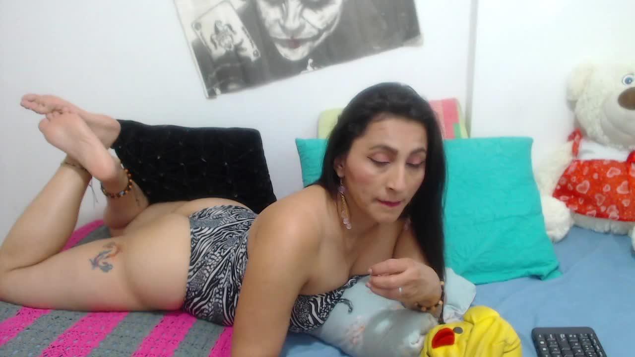 KarinnaSuarez cam pics and nude photos 13