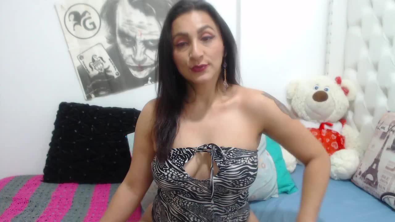 KarinnaSuarez cam pics and nude photos 10