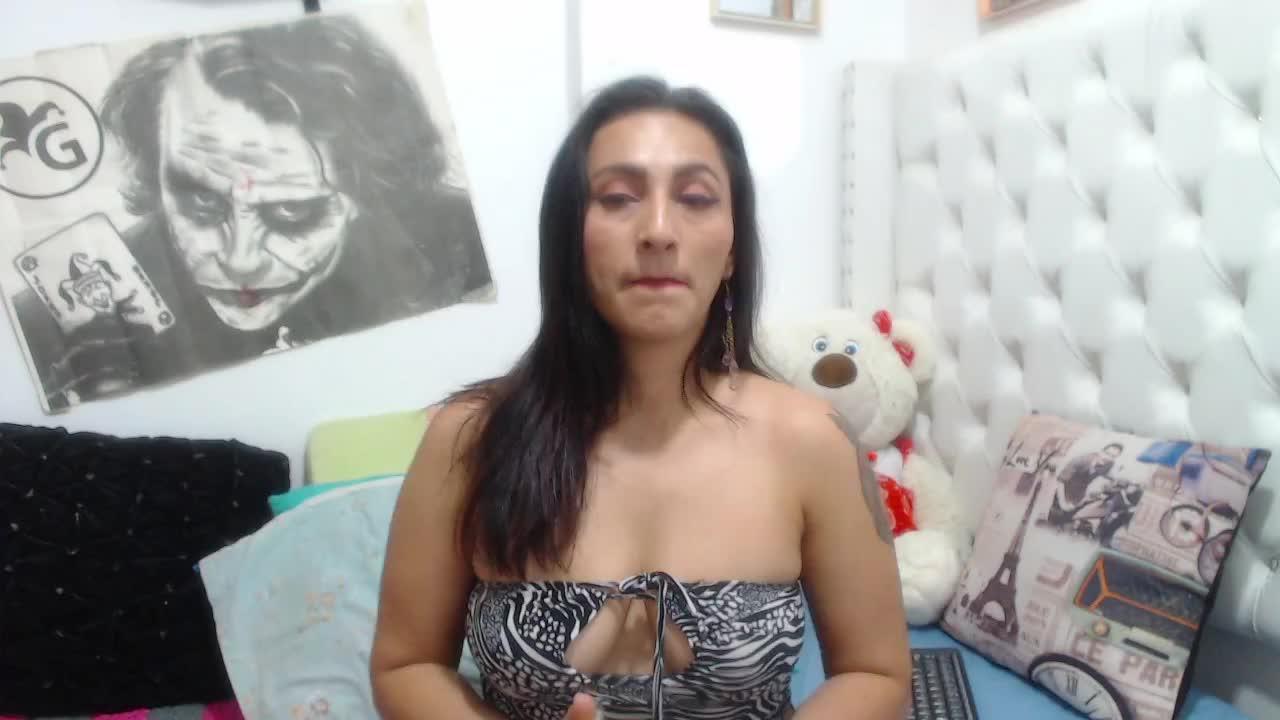KarinnaSuarez cam pics and nude photos 1