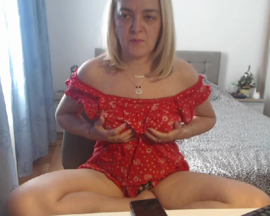 MatureDiana4u cam pics and nude photos 10