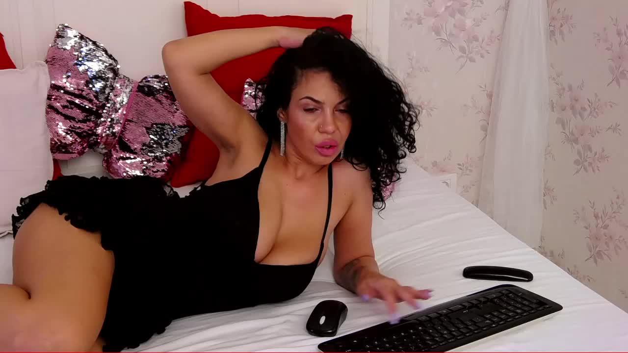 PenelopeTash cam pics and nude photos 11