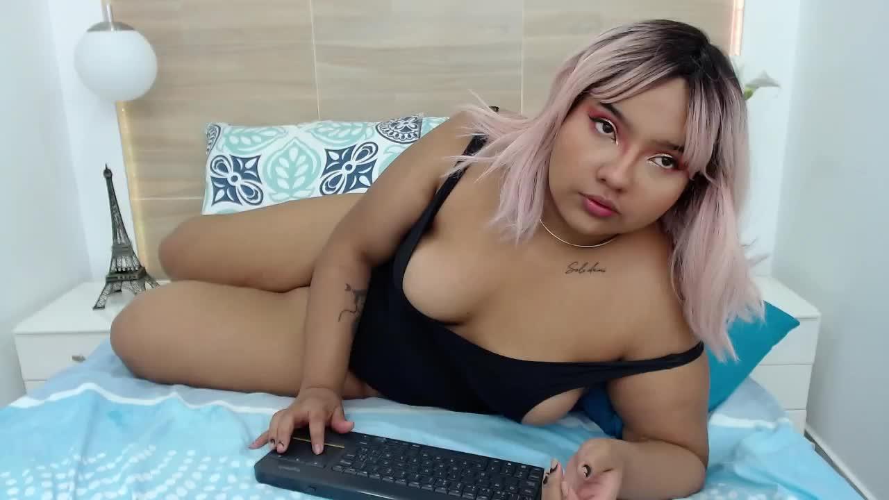 VenussOneill cam pics and nude photos 1