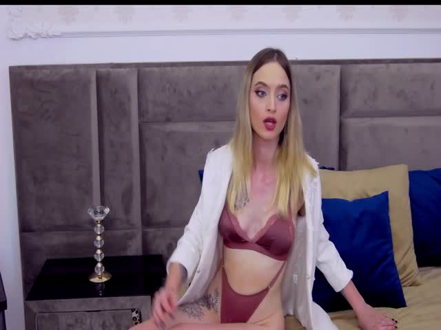 AvaFloria live sex cam