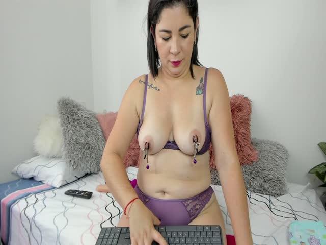 Abba_reyes live sex cam