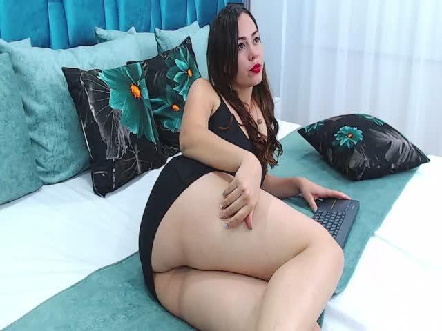 AlessiaRamoss live sex cam