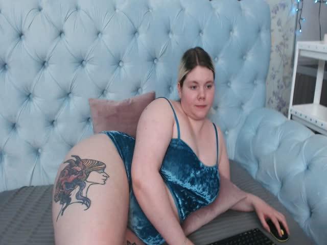 CurvyDoll live sex cam