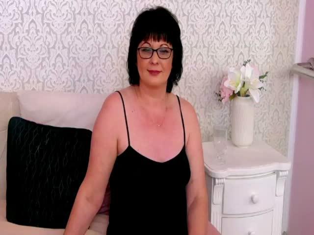 ConnieSanders live sex cam