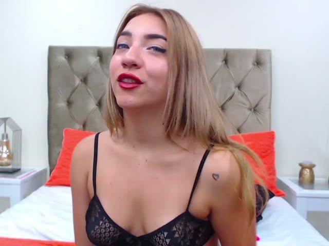 EllaSilverr live sex cam