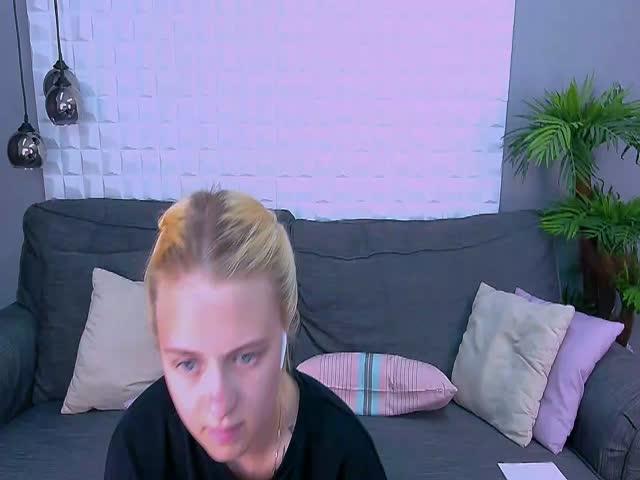 ElsaSnow live sex cam