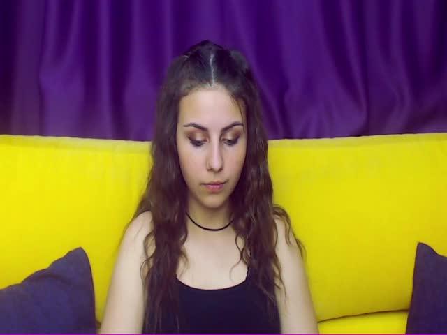 HollyCurli live sex cam