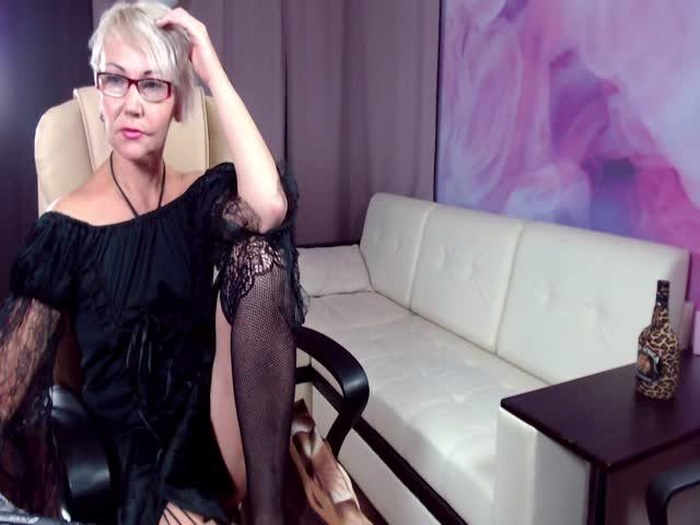 HoneyMilfHelly live sex cam