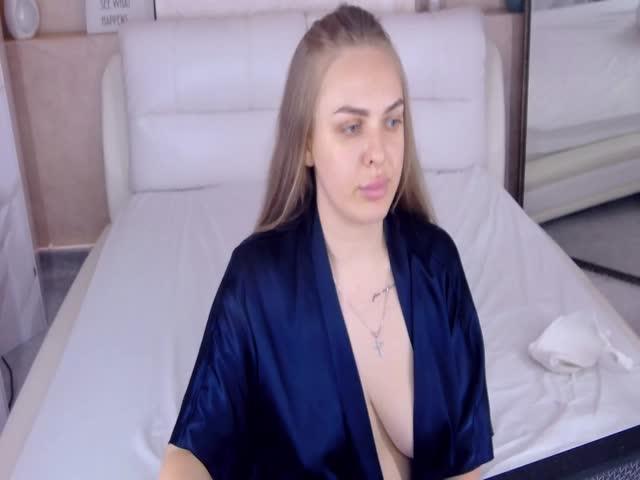 KiraCrash live sex cam