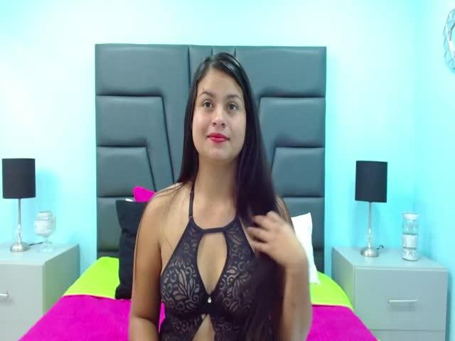 LoreinVega live sex cam
