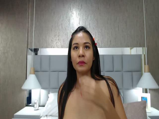 lauriebrownn live sex cam