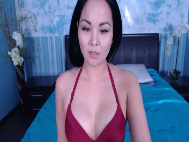Red tube blonde girl masturbates