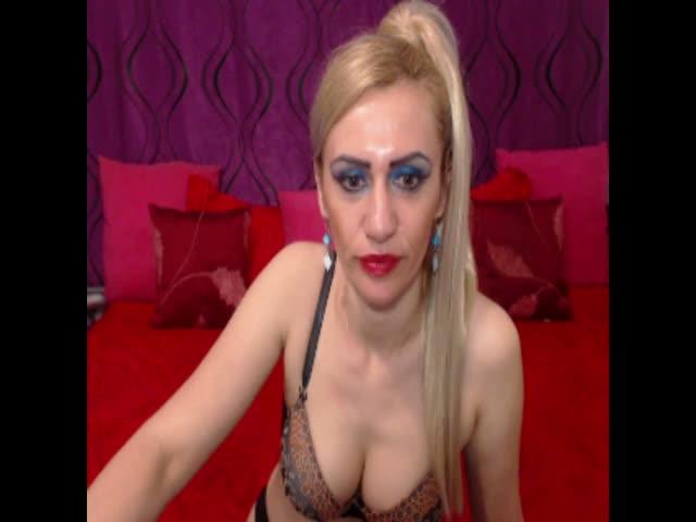 LindaaTS live sex cam