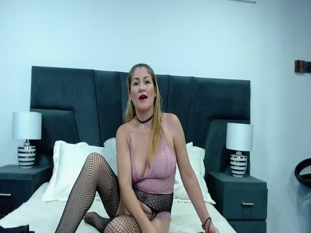 MonzeratBluum live sex cam