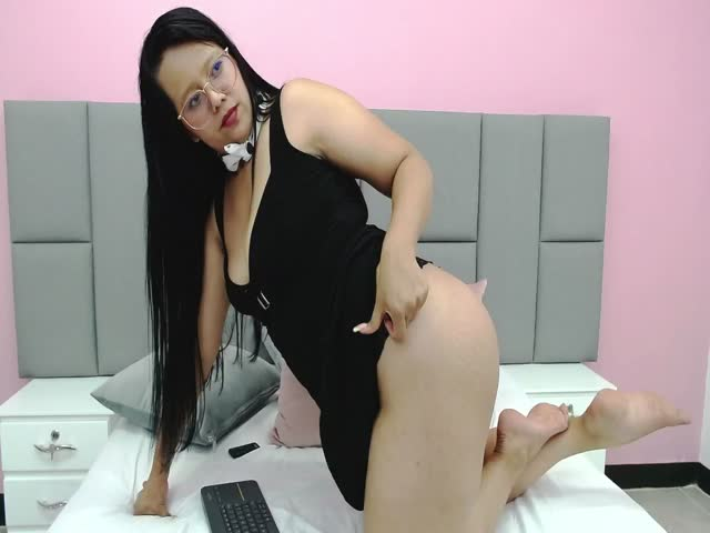 NahomyWoong live sex cam