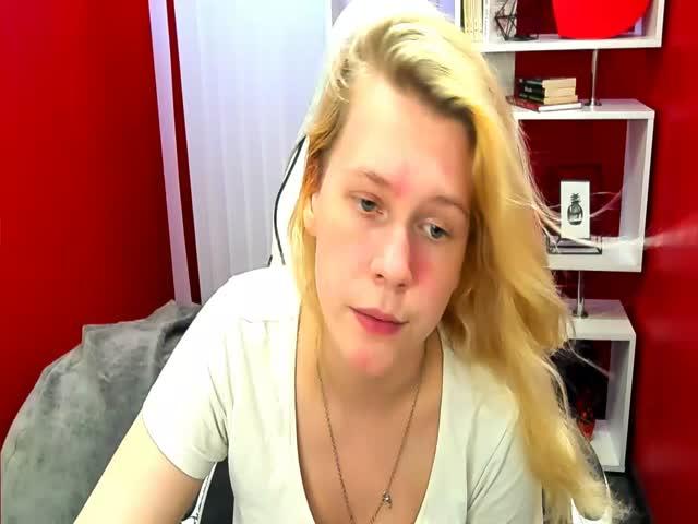 NicoleElliston live sex cam