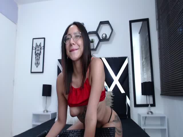 Pythonissa live sex cam