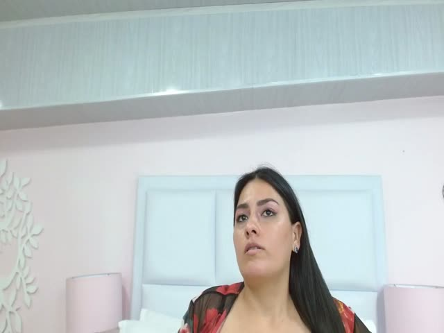 SofyJones live sex cam