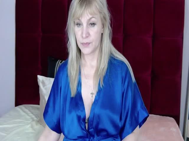 StefaniaSKY live sex cam