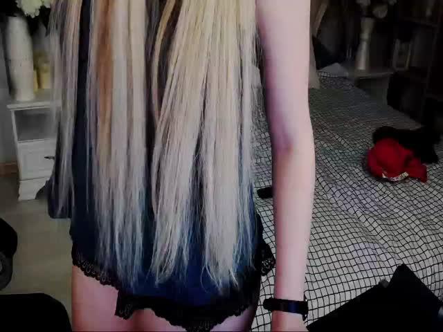TiffanyBloomm live sex cam